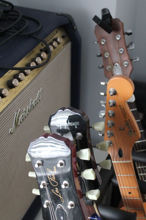 his amp and leads