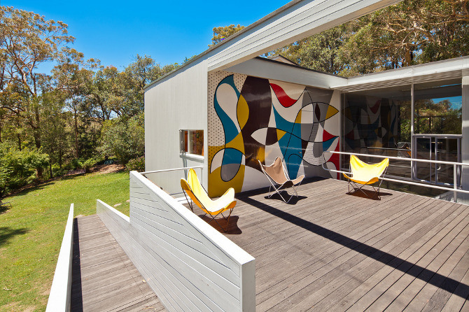 Images from themodernhouse.net. Photography by Darren Bradley.