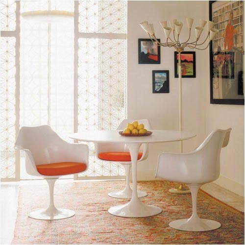 Eero Saarinen tulip table and chairs. Image from madaboutthehouse.com